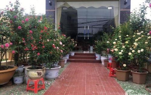 Cần bán gấp căn nhà mặt phố Nguyễn Thái Học, Hà Đông 40,m2, MT 5,5m.