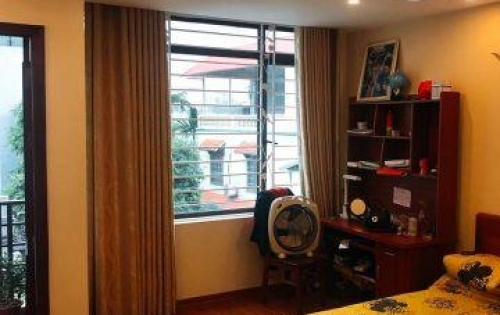 LÔ GÓC - Ô TÔ ĐI - VỀ Ở NGAY. Bán nhà đường giáp bát, Q. Hoàng Mai. 4,6 tỷ,0399947561.