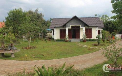 Vì lí do định cư nên cần sang lại biệt thự vườn chính chủ 390m2 - giá: 2.250 tỷ nguyệt 0379600761