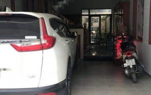 Chính chủ bán nhà  1 trệt, 2 lầu siêu đẹp ngay MT Lý Thường Kiệt, Hóc Môn. LH: 0961141292