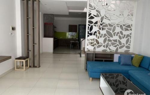 Nhà mặt tiền đường Lưu Văn Lang , cách bãi tắm Sơn Thủy 500m . Diện tích đất 100m2(5x20) . Nhà 2 tầng diên tích xây dựng mỗi sàn là 85 m2 ,2pn,3wc . Hướng Nam.