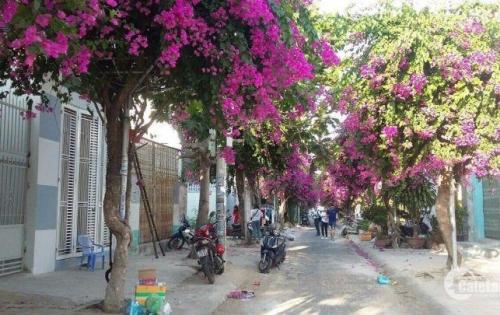 Cần tiền bán gấp lô đất 2 mặt tiền khu Hòn Rớ 1, Nha Trang, giá chỉ 1tỷ960. LH 0935964828