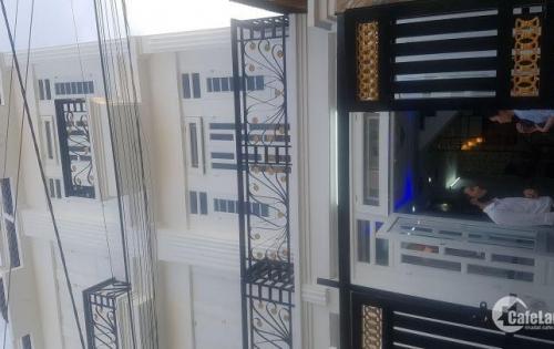 Nhà chính chủ gần cầu vượt Quang Trung , đúc 1 trệt 2 lầu, sổ hồng đường 6m, giá 1 tỷ 820 triệu: LH:0813 888 879