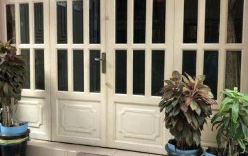 Cần tiền bán gấp nhà hẻm 4m đường Võ Văn Kiệt, P6, Q5. DT: 4m x 16m. Giá 7 Tỷ