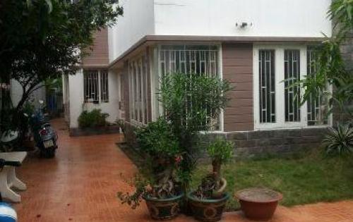 Biệt thự sân vườn gần Phú Mỹ Hưng đối diện Đại học Marketing