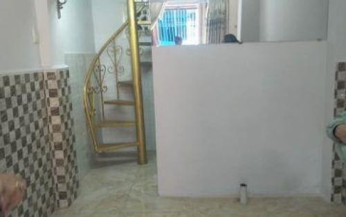 Cần tiền bán gấp nhà riêng phường 10 Tân Bình, giá chỉ 1 tỷ 970 triêu.   -Nhà có kết cấu 1 trệt, 1 lầu, 1 lửng, mới đẹp chắc chắn, giá chỉ 1.97 tỷ.