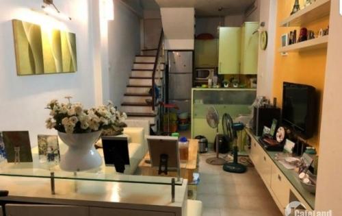 Cho thuê nhà ngõ phố Kim Mã Thượng, 35m2 x 5 tầng, full đồ chỉ việc đến ở. LH: 0339529298
