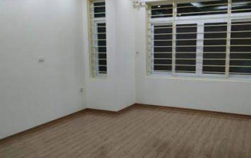 Cho thuê tòa nhà Dịch Vọng Hậu 200m2x10 tầng 270tr/tháng