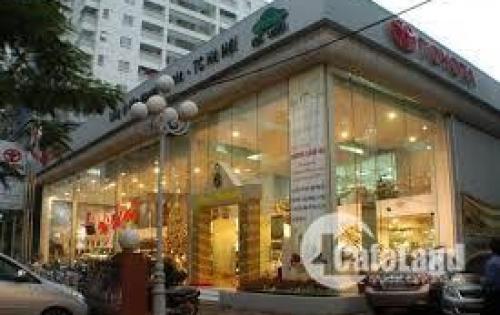 Cho thuê mặt bằng kinh doanh mặt phố Láng Hạ: Diện tích 200m2, mặt tiền 16m.