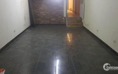 Cho thuê nhà KD vị trí đẹp mặt phố Đại La 45tr