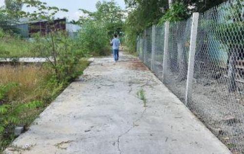 Bán lô đất 100m2 ngã tư Gia Bảo đường Quốc Lộ 50 Xã Mỹ Lộc H. Cần Giuộc L.A. Giá: 650 triệu