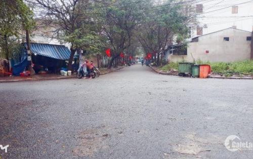 Chuyển nhượng lô đất 2 mặt tiền phường Phú Hậu, cạnh đường Hồ Quý Lý. Mặt tiền rộng 11m