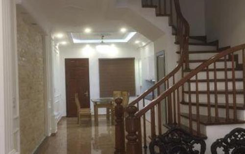 Chính chủ bán nhà phố Đội Cấn, ô tô vào nhà, 57m2, 5 tầng , mặt tiền 4m, giá tốt 6.8 tỷ.