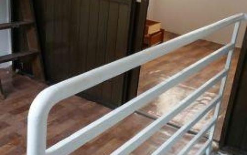Bán gấp nhà chính chủ Chu Văn An nhà mới sơn giá 2,2 tỷ