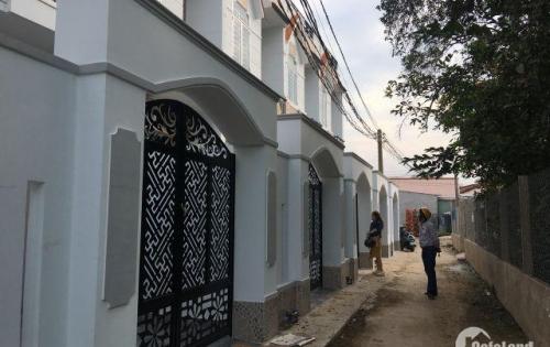 Cần bán nhà 1 trệt ,2 lầu gần chợ Hưng Long ,Bình Chánh .Sổ hồng riêng