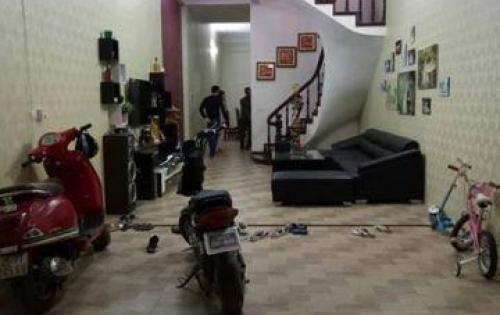 Bán nhà mặt ngõ, phân lô ở Thái Thịnh, DT sổ 30m, giá 4.6 tỷ.