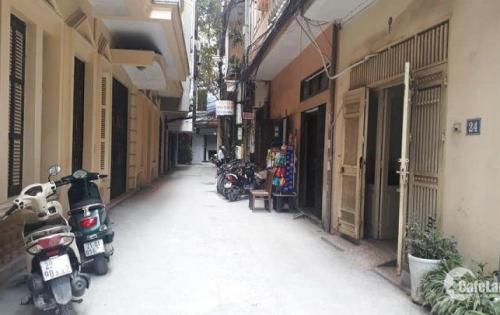 Chính chủ cần bán nhà ở Thái Hà 6.3 tỷ ,39/42m, 4tầng,măt 3,7m Đống Đa.  -hướng ĐB. - Vị trí: Ô tô vào nhà, kinh doanh vp. - Thiết kế: cầu thang và wc giữa, mỗi