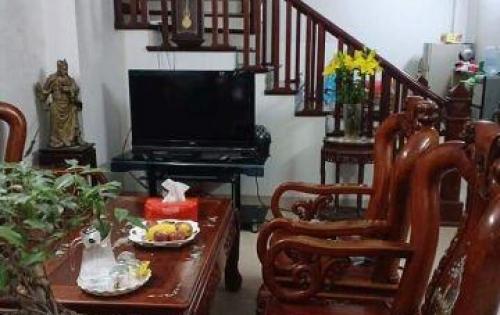 Bán nhà đẹp ngõ phố Vũ Thạnh, hai mặt thoáng, 43m2, giá 4.9 tỷ.