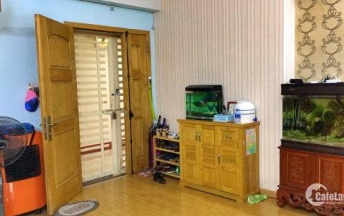 Bán căn hộ tầng trung 70m2, 2 phòng ngủ tại VP3 bán đảo Linh Đàm, ban công View hồ. Giá 1,57 tỷ