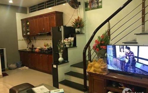 Bán nhà SĐCC Trương Định, 5 tầng, Nở hậu, hai mặt thoáng, giá 2.8 tỷ
