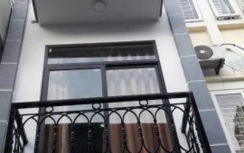 Chính chủ cần bán gấp nhà 4 tầng ngõ 183 Lĩnh Nam, Q. Hoàng Mai