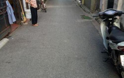 Cần tiền Bán đất Giang Biên 54m2, ngõ oto đỗ cửa. Lh 0349722248