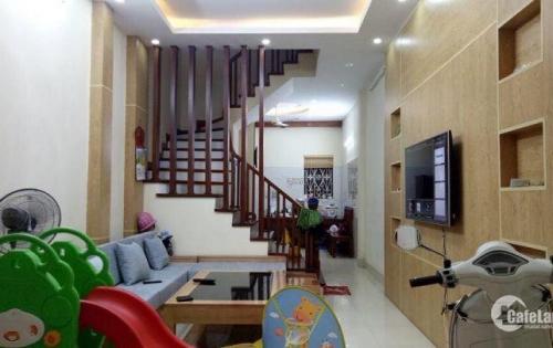 Bán nhà 5 tầng ngõ ô tô 2,7 tỷ làng Nha, Long Biên.