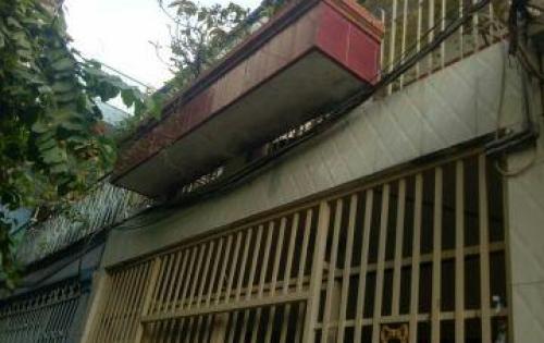 Đang cần tiền nên bán nhà ở đường Hậu Giang, Quận 6