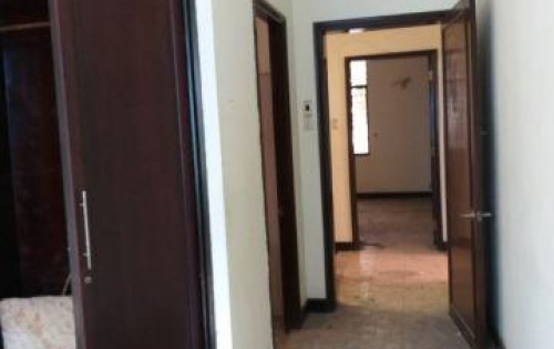 Biệt thự Nguyễn Thái Bình P12, Tân Bình.   Diện tích công nhận 207m2. Kết cấu 1 trệt 3 lầu, đang trống, mua sửa sơ lại là đẹp lung linh.  Nằm trong khu VIP, mặt
