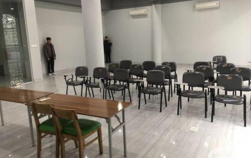 Văn phòng chuyên nghiệp số 36 Hoàng Cầu - Trần Quang Diệu, Đống Đa có hầm xe.