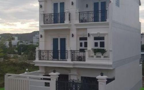 Cho thuê biệt thự KĐT Phước Long nhà 3 tầng rất đẹp,  157m2 giá tốt