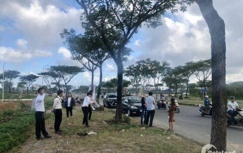 Chính chủ bán đất 2 mặt tiền Hoàng Thị Loan, ĐÃ CÓ SỔ, cách biển 500m, giá tốt đầu tư, CK5 khủng