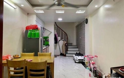 Bán nhà riêng ngõ 639 Hoàng Hoa Thám, Ba Đình, 35m2, giá chỉ 3.35 tỷ.