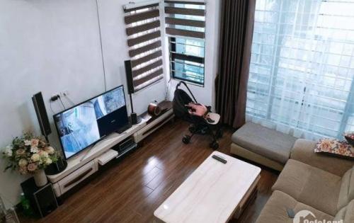 Bán gấp nhà riêng phố Nguyễn Ngọc Vũ, 46m2 x 5 tầng, MT 4 m, gần hồ.