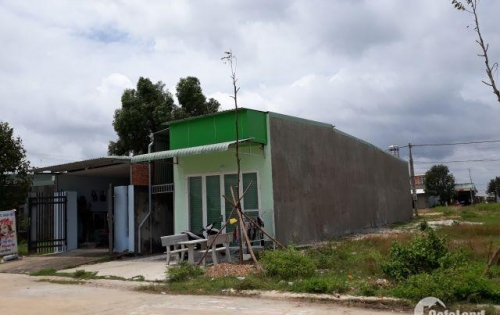 Bán 300m2 đất trước trường học kinh doanh buôn bán giá 650 triệu