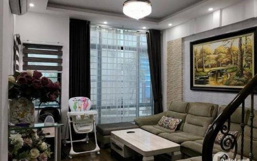 Bán nhà phân lô 2 mặt thoáng, Ô TÔ ĐỖ CỬA, MT rộng đẹp phố Chùa Bộc 33m*4 tầng, giá 3,6 tỷ.