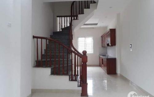CC Bán nhà La Khê, Hà Đông, DT 33mX4 tầng, mặt tiền 5m, ô tô đỗ cửa, gần bể bơi la khê, giá 2,2 tỉ LH: 0359226986