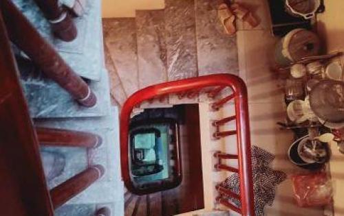 Nhà Đại Từ cần bán để đón tết, 40m2 x 5 tầng, giá 2.6 tỷ.