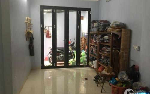 Nhà giá hiếm chỉ 1,65 tỉ x 3 tầng, dân xây, còn mới tại Long Biên. LH: 0967162743.