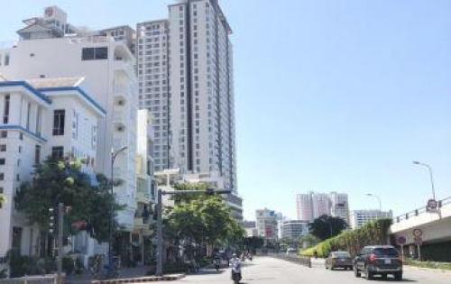 Bán nhà nát mặt tiền Bến Vân Đồn quận 4.
