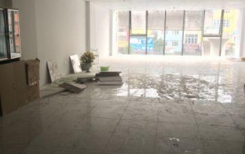 Cần cho thuê văn phòng 150m2 giá 27tr  mặt phố Giải Phóng Hai Bà Trưng 150m thông sàn