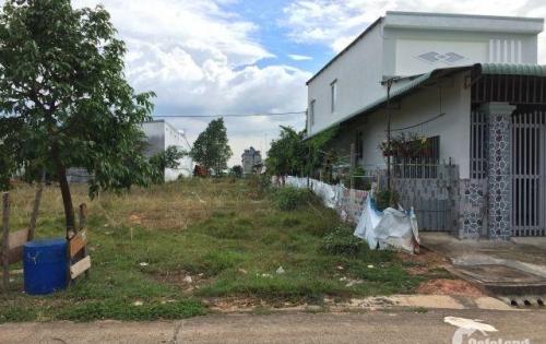 Dì tôi cần bán gấp lô đất 450m2 ở mặt tiền quốc lộ 13 ngay khu công nghiệp Việt - Sing ở Bình Dương
