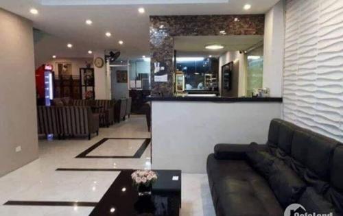 Bán toà khách sạn ở phố Trần Duy Hưng, DT 122m2, 7 tầng, MT 5.4m, giá 18.8 tỷ ( LH: 0982489445).