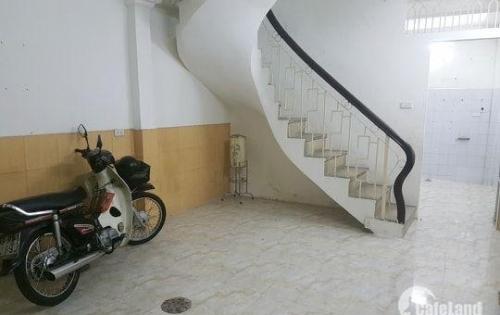 Nhà Huỳnh Văn Bánh cách mặt tiền 1 căn nhà, 4 tầng BTCT, chưa từng sang tay, 6 tỷ