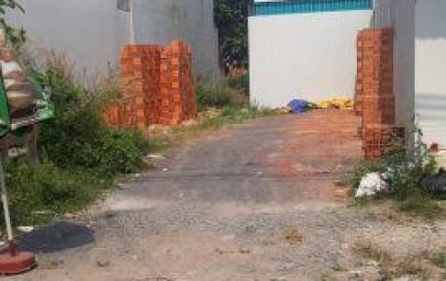 Cần tiền trả nợ bán gấp lô đất đường Bà Triệu , Dt 120m2 , Giá 700tr, SHR LH : 0906320294