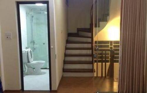Gia đình định cư nước ngoài cần bán gấp căn nhà ở Kim Mã, Ba Đình 50m2 5 Tầng giá chỉ 5 tỷ 4.
