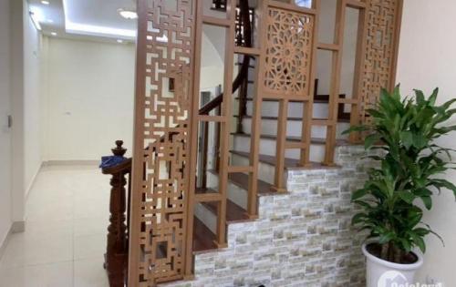 Bán gấp nhà Phố Hào Nam 38m² 5tầng MT 3.4m giá hơn 4tỷ