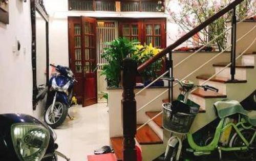 Bán gấp nhà Mai Anh Tuấn giá rẻ, 50m, 5 tầng, mặt tiền 6m, ô tô đỗ cửa.