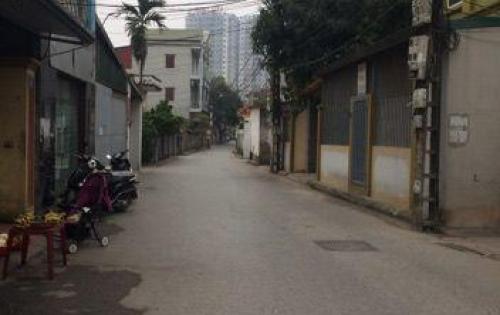 Gia đình cần tiền đầu tư nên bán gấp nhà mới xây rất đẹp ở Phố Trạm, Long Biên