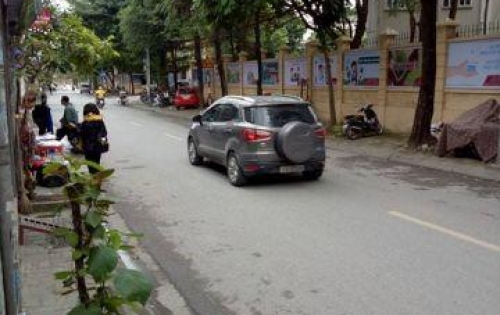 Cần bán nhà mặt phố rộng , đẹp , dễ kinh doanh quận Long Biên